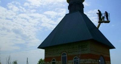 Часовню увенчал купол и крест